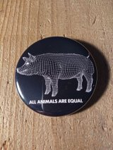 AA= PIG BADGE(57mm)-BK-